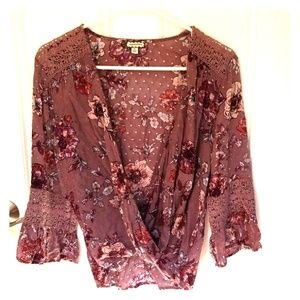 Mid sleeved blouse with lace accents
